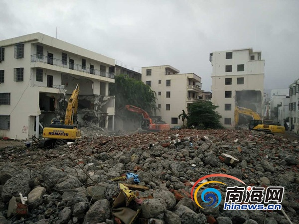 三亚吉阳区冒雨拆迁促棚改全天拆28栋逾万平方米