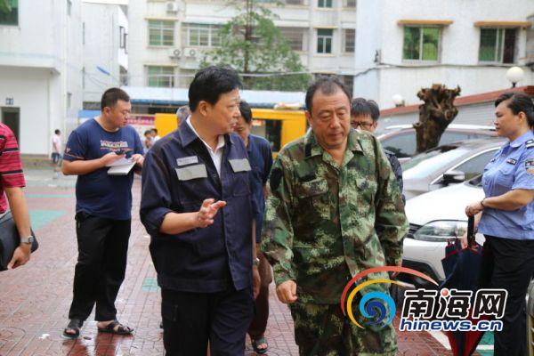 李国梁到万宁供电局指挥救灾看望一线员工要求加强值守