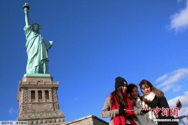自由女神像是法国在1876年赠送给美国的独立100周年礼物,今年是自由