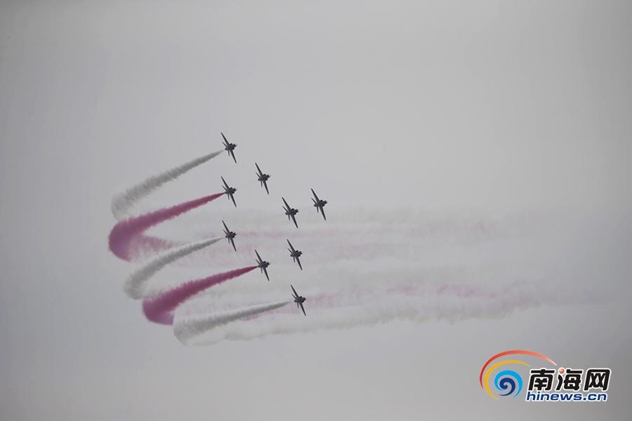 """英国皇家空军""""红箭""""特技飞行表演队中国首秀"""