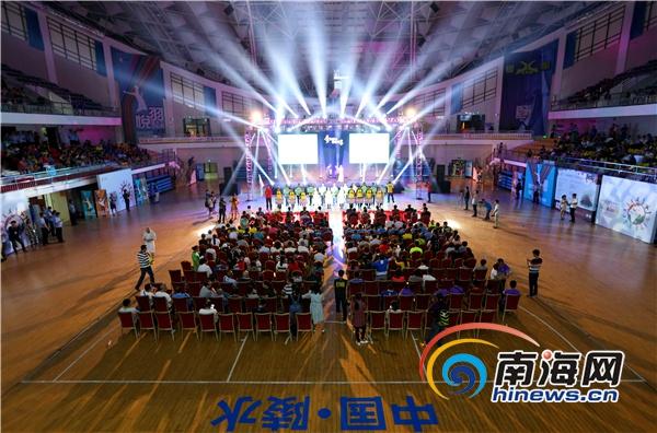 全球华人羽毛球锦标赛陵水大开幕鲍春来叶倩文等现身