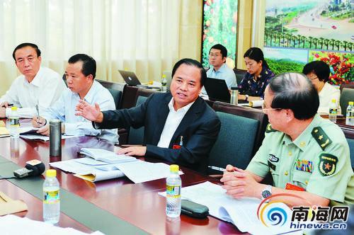 <b>刘赐贵在省委全会讨论时强调:深刻领会六中全会精神实质</b>