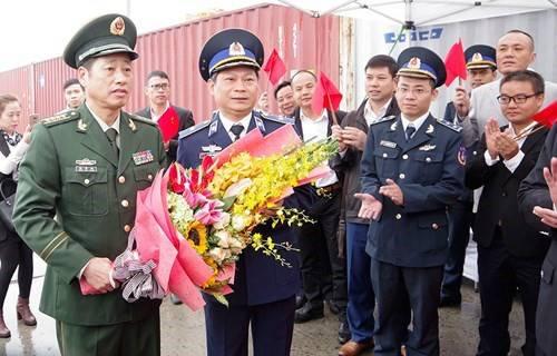 越方阮文山少将欢迎中国海警