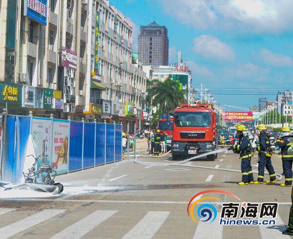 琼海市嘉积金海路一辆电动车自燃所幸未造成人员伤亡