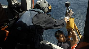 南海第一救助飞行队在三亚海域成功救助重伤渔民