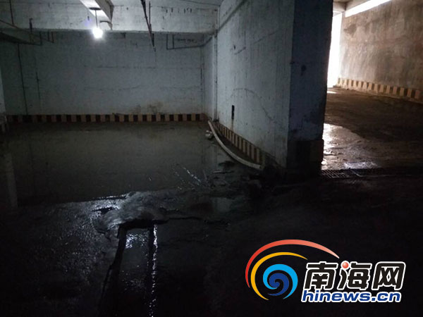 <b>海口阳光海景小区地下车库冒水业主担心楼体受影响</b>