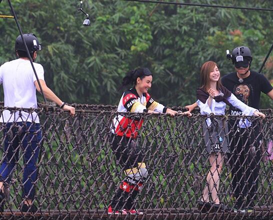 张柏芝柳岩王心凌畅玩亚龙湾热带天堂168米索桥