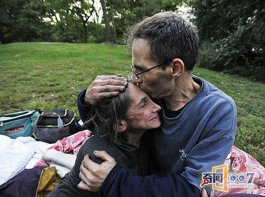人 如今和丈夫流浪街头成乞丐图片