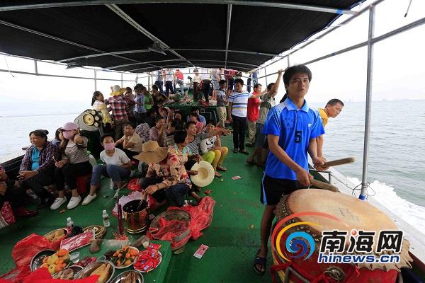 "<b>儋州新渔船下水试航举行""开水路""仪式</b>"