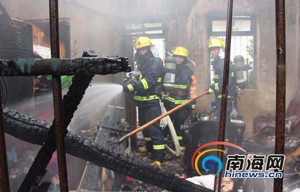 白沙一瓦房发生着火2万现金部分被烧毁