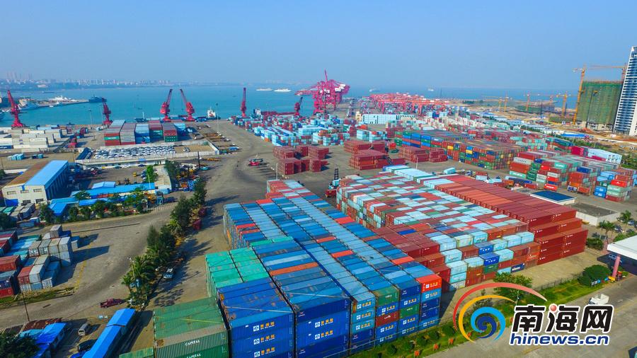 <b>海口港集装箱码头11月吞吐量突破14万标箱</b>