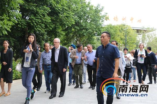 <b>百余名中外专家参观海南陵水现代农业示范基地</b>
