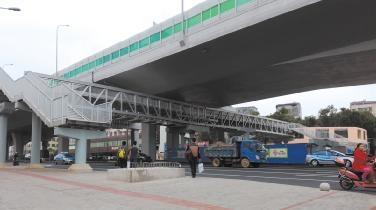 海口海秀路人行天桥仍断头说好的9月投入使用呢