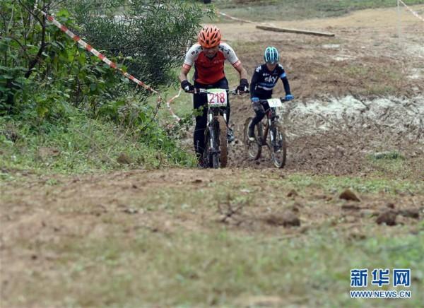 海南国际旅游岛自行车联赛举行琼中站比赛
