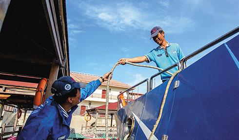 陵水实现贫困劳动力转移就业443人 贫困户吴家取当上景区水手