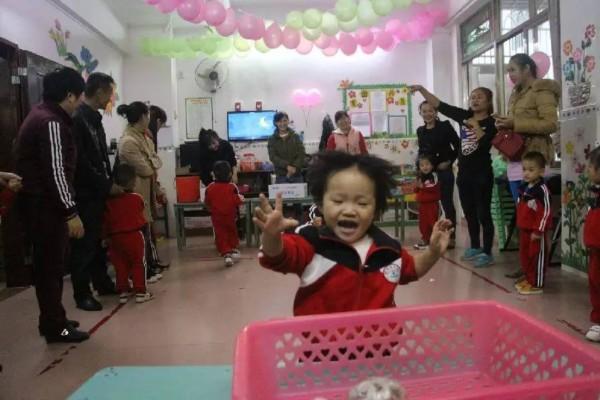 市群星幼儿园:小小饺子香 暖暖亲子情