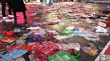 西安万人参加艺考 丢下了成吨垃圾