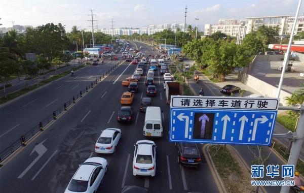 """#(服务)(2)海南三亚建首条""""可变车道"""""""