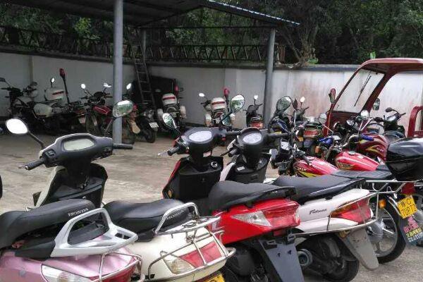 3名吸毒仔牵出盗窃案 文昌警方缴获一批摩托车