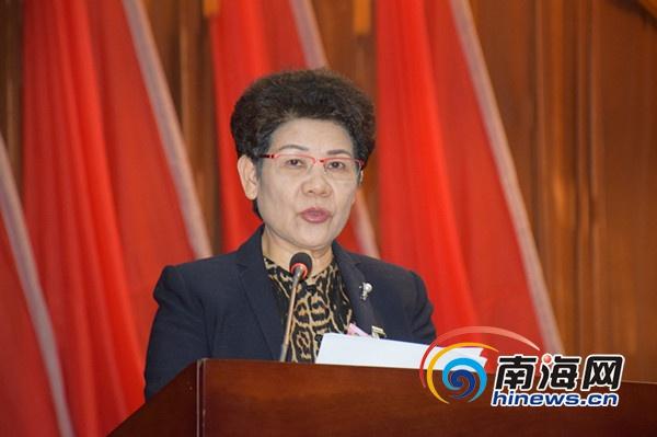 政协三亚市七届二次会议隆重开幕容丽萍作工作报告