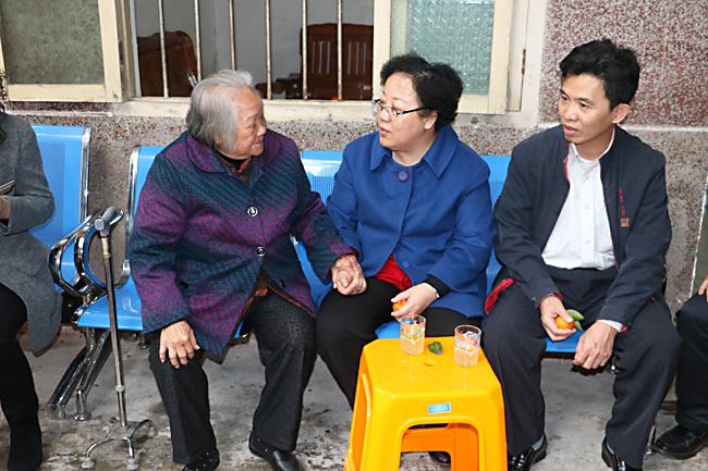 省委组织部到儋州慰问困难党员、老干部和优秀人才