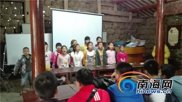 海南中学家委会组织下乡献爱心、国学感恩教育