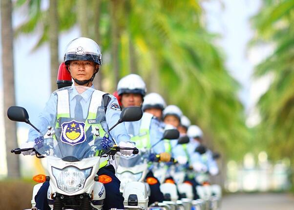 """三亚交警""""铁骑机动队""""上路 为春节黄金周护航"""
