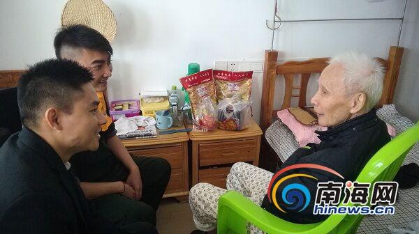 【网络媒体走转改】海口新坡敬老院33名老人在春节游园中提前过新年