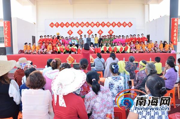 """三亚体育下乡让村民享""""文化宴""""载歌载舞欢度春节"""