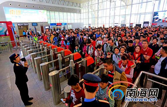 环岛高铁提高服务质量 迎接春节返程高峰