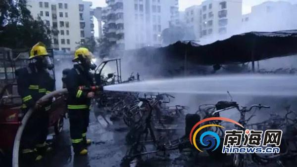 浓烟滚滚!海口万福新村一电动车棚起火300多辆电动车被烧