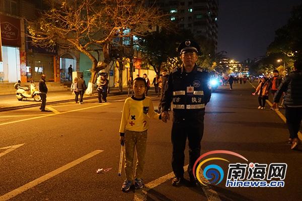 文昌7岁男孩海口三角公园走失琼山城管帮忙找到家人