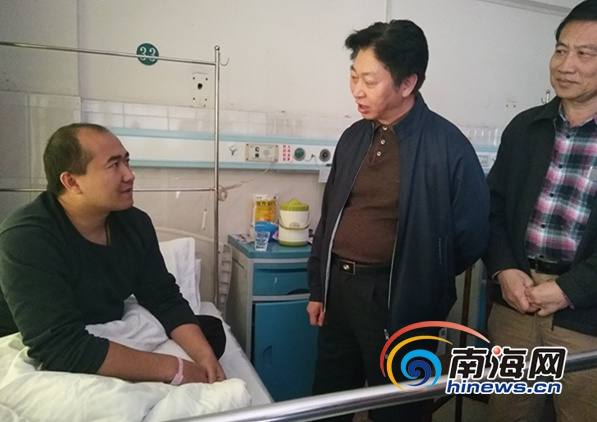 海南省见义勇为基金会领导慰问新疆救人兄弟