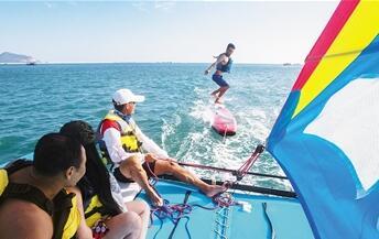 三亚海上运动深度游火爆 春节出航游艇2421艘次