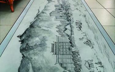 85岁老人手绘18米长画卷描绘三亚美景