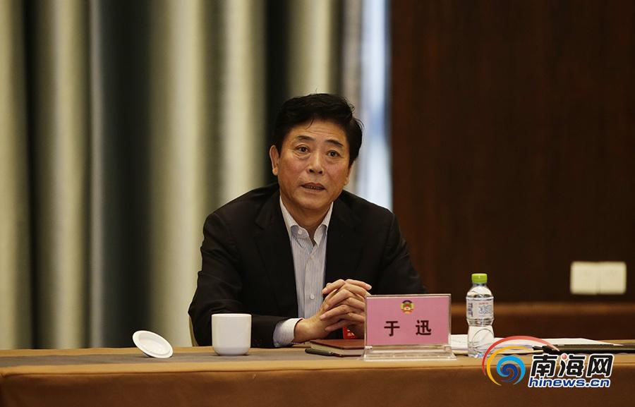 组图:政协海南省六届五次会议进行分组讨论