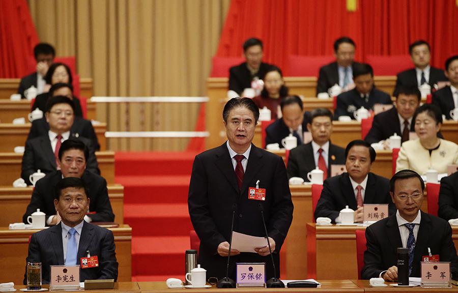 2月20日,海南省委书记、省人大常委会主任罗保铭主持开幕会