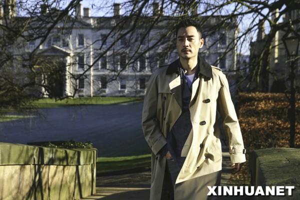 李光洁漫步剑桥大学 时髦风雅成校园别致风景