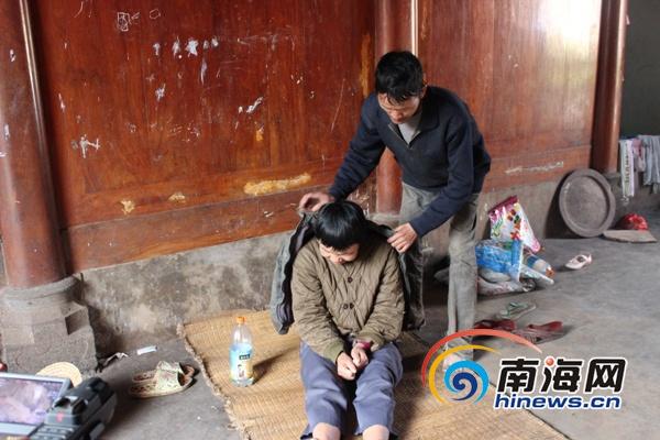 海口新坡镇一家六口4人残疾渴望搬离危房住进新家