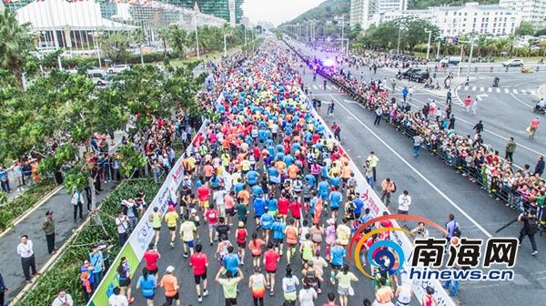 马拉松赛一男选手突然倒地三亚急救车10秒赶到成功抢救