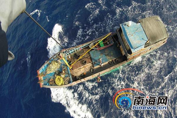一渔民西沙海域受伤第一救助飞行队成功救助