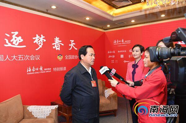 刘赐贵接受南海网记者采访:稳菜价是永恒课题 力争百姓年年满意