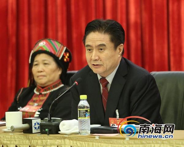海南代表团开放日罗保铭刘赐贵回答媒体提问