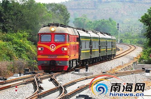 <b>旅客注意!三亚高铁可直接换乘绿皮旅游火车</b>