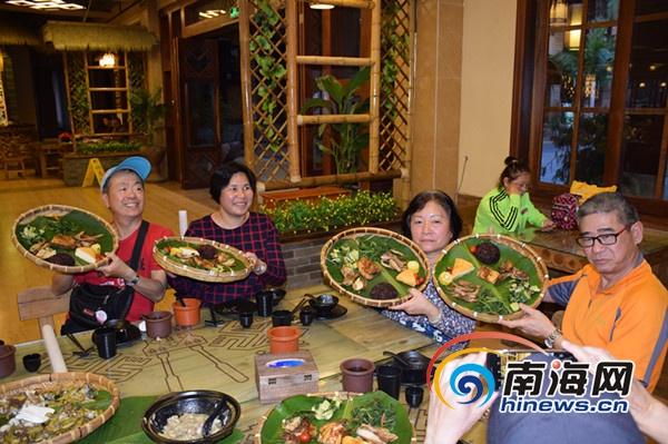 保亭开拓入境游市场香港首发团300名游客畅游槟榔谷