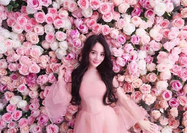 李小璐晒美照 称要做一个爱生活爱美好的女人图片