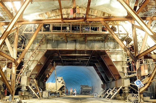 三亚竹络岭隧道预计12月底功能性通车