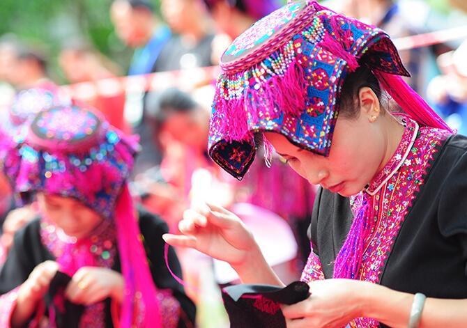 """三亚黎族苗族同胞欢庆传统节日""""三月三"""""""