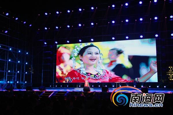 <b>五指山首届民歌大赛颁奖晚会举行 十大歌手亮相</b>