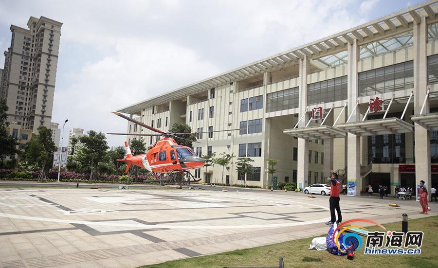 """打""""飞的""""救命海南首例空中急救病人顺利转院"""